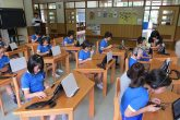 【小学生英語学習風景】 天栄村は今年度中に神田外語大や村内の英語研修施設「ブリティッシュヒルズ」と連携し、子どもたちの実践的な英会話力を磨く英語教育活動プログラムを実施しています。