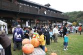 【三春の里】 秋の恵みに感謝 旬の素材を使った屋台などが並ぶ実りの祭典です。